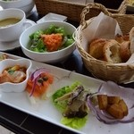 クラムボン - 【ランチ】前菜、サラダ、パン、スープ
