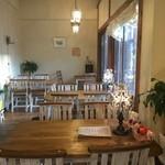 カフェ ド ヴェール - テーブル席