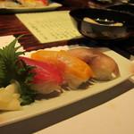 35942234 - 〆は握り(三貫)…鮪、赤貝、〆鯖