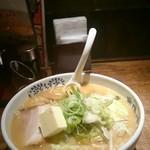 Ajinotokeidai - みそバターラーメン 918円