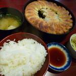 35943938 - 【鉄なべランチDX(餃子20個・白飯・味噌汁・千切りキャベツ) 780円】