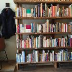 キャッツ・クレイドル - 旅関連の本がたくさんあります。