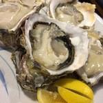 港食堂 - 岩牡蠣