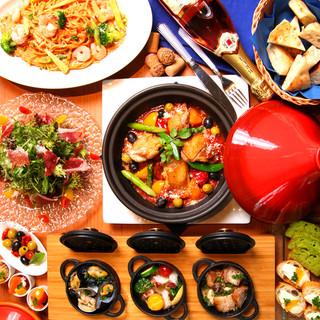 食材の旨味と風味をしっかり閉じ込めた豊富なタジン鍋料理