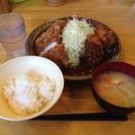 洋食工房パセリ - 日替わりランチ(チキンかつ&カニクリームコロッケ)\850