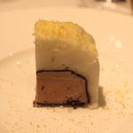 ル・マノアール・ダスティン - フォアグラのテリーヌ チョコレートとミントのジュレのガトー仕立て オレンジの香り (2015/02)