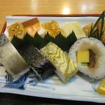 いづ松 - いろんなお寿司が・・