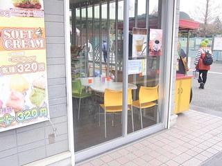 セントラルカフェ - 店内にはテーブル4席&カウンター3席☆♪