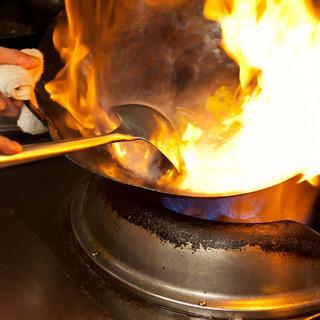 本場中国より招いた料理人の技