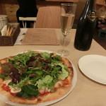 35955091 - <2015年2月>季節の野菜ピザ 1200円                       (いろどり野菜の農園ピザ)とスパークリングワイン