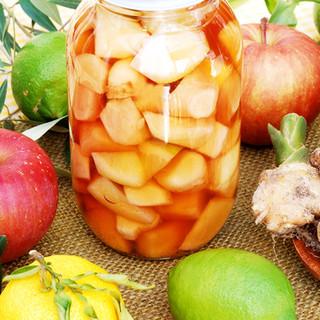 新鮮な果物を漬けこんでいます。サワーやハイボールに!!