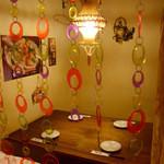 創作鉄板料理とワインを楽しむ店 ~渋谷 居酒屋 花花~ - 女子会にも人気の小上がり席