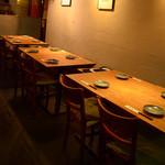 創作鉄板料理とワインを楽しむ店 ~渋谷 居酒屋 花花~ - 眺めの良いテーブル席