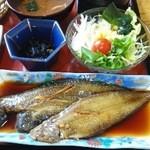 のも - 煮魚・サラダ・ひじき・赤出汁のおみそ汁・ごはん