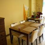 ルマーカ - 入口付近のテーブル席