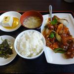 悦悦飯店 - 「酢豚セット」580円