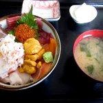 長谷川食堂 - びっくり海鮮丼!