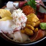 長谷川食堂 - なかなか見事な品数!