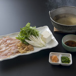 相撲茶屋 玄海 - 鹿児島地鶏シャブシャブ 2000円。日本3大鶏肉の1つ薩摩地鶏をしゃぶしゃぶで。