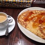 ブレッツ カフェ クレープリー - ホット珈琲とキャラメルクレープ