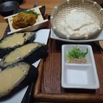 八吉 - ウニトーストと山芋入りざる豆富