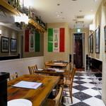 ピッツァ&ワイン テルッツァバンビーナ - 明るくオシャレな空間