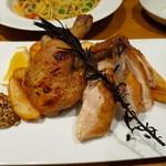 ピッツァ&ワイン テルッツァバンビーナ - 骨付鶏もも肉のロースト~ローズマリー風味〜