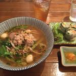 タイ屋台料理&ヌードル オシャ - クイッティアオ・モーサと生春巻きセット