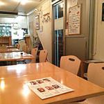 デルソーレ - 店内(テーブル席)