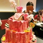 焼肉 夜桜 - お肉ケーキ後ろ姿☆