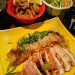 35981154 - 地頭鶏胸肉タタキ、ミノ唐揚げ