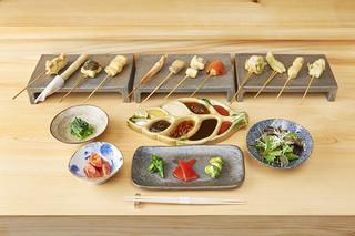 串揚げ 依知川 - 4200円(税抜)のコース。