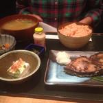 和食や 神楽坂店 - ランチの日替り魚定食。カツオの味噌焼き(^∇^)