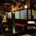 和菜亭 次郎丸 - 古風で和風な店内