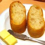 ピエールピコKAWAGUCHI - パンには塩分の強いバターが付いていた