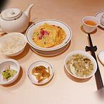 36001247 - ランチセット 1300円 腸詰めとエノキ入り玉子の炒め