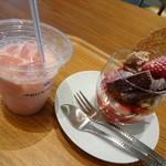 温泉カフェ - いちごミルクといちごパフェ
