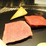 インダルジ - オーストラリア産ラムロースの真空調理 青森県産新種の長芋 生姜のアングレーズソース