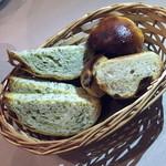 Tanterisa Shota - 自家製パン・写真は3人前2015年3月