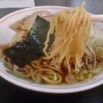 ラーメン松月 - 氷点麺(0℃で熟成させた自家製麺)