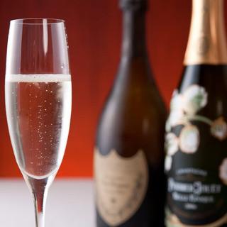 注文しやすい価格からのワインなど多彩な酒類を提供