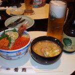 菊鮨 - 海鮮丼+サービスのカニ汁+地ビール