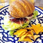 リバーズエッジ - 料理写真:ローストビーフサンドです、ボリュームがあって美味しかったですよ