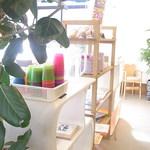 パークカフェ - お冷もセルフ 子供椅子や取り皿や絵本アリ☆♪