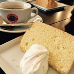 36021596 - レモンのシフォンケーキ&コーヒー