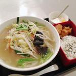 楽翠荘 - 野菜タンメン定食 唐揚げ弁当付き 750円(2013年4月訪問)