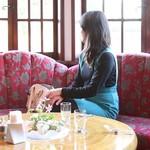 横浜うかい亭 - 喫茶コーナー3亜矢子さん「掲載許諾済み」