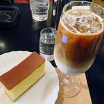 カフェ・ド・巴里 - カフェ・ラテ&カステラセット