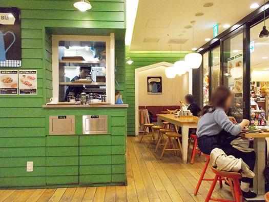 マダム ブロ 東京駅京葉ストリート店 - 店内緑がかわいい