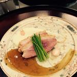 日本料理 太月 - 合鴨塩蒸し 新じゃがピューレ 黒糖ソース 芽葱と百合根の花びら 2015-3